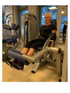 review healthtime tevreden sporter klant leg extension vrouw