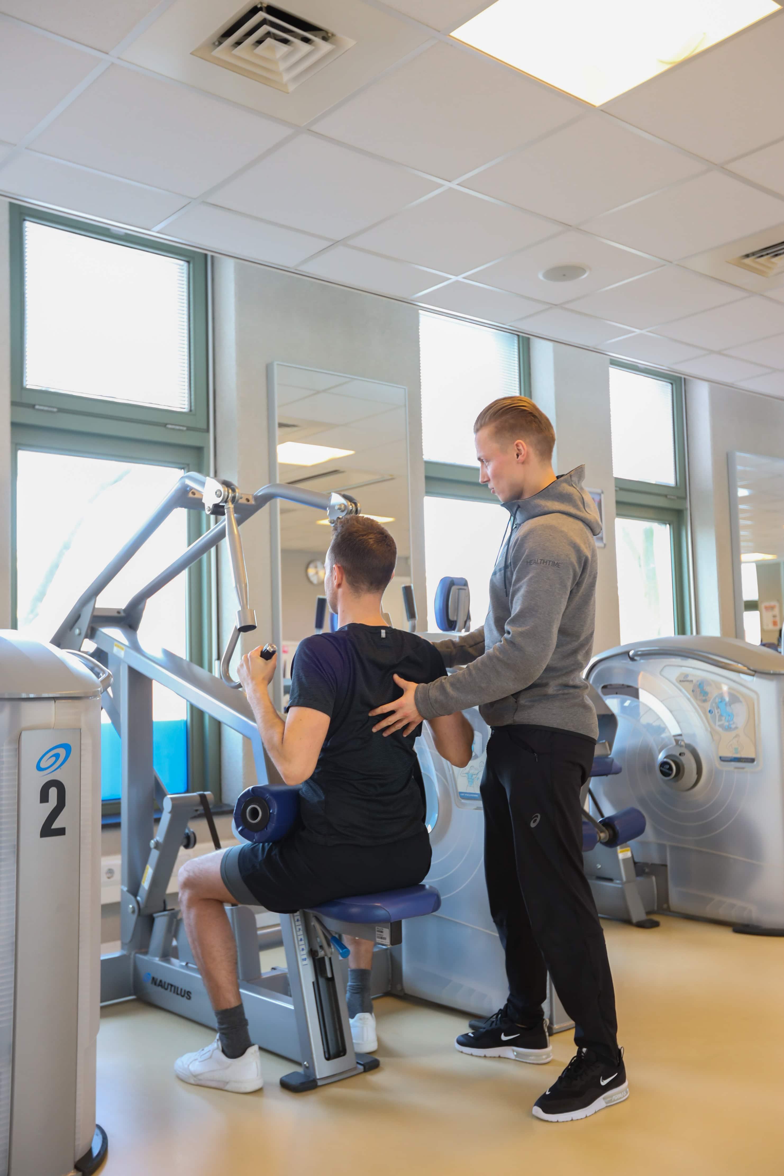 persoonlijke begeleiding professionele trainer ruime oefenzaal